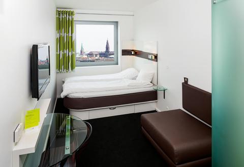 2241284-Wakeup-Hotel-Copenhagen-Guest-Room-4-DEF