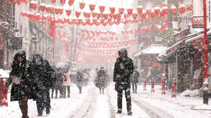 180301094319-13-uk-cold-weather-0228-london-exlarge-169