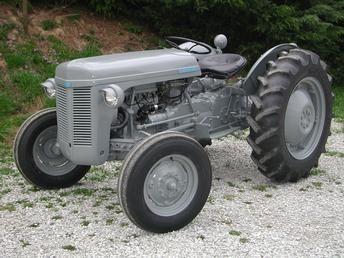 f7e93597d91cd2ec12d4ab7d9ea852a1--small-tractors-old-tractors